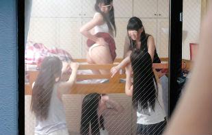 女子寮を覗いていたらバレてしまった結果・・・寮に連れてこられ、美女2人にチンポをおねだりされる3Pセックス!!