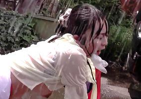 突然の雨でびしょ濡れになってしまう女性アナウンサー、その光景を見て欲情した男に中出しレ〇プされてしまう・・・