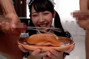 「いただきます!」ザーメンをぶっかけられたドロドロの食べ物を美味しそうに食べてしまう激カワ美少女