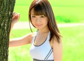 透明感抜群の激カワ美少女(18)がAV出演、中年オヤジたちの肉棒をフェラチオご奉仕!
