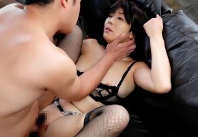 元芸能人の美熟女が男の肉棒に貪り尽く濃密セックス!!