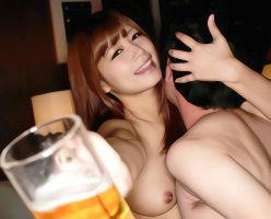 セクシー女優の綺麗なお姉さんに酒を飲ませまくり、チンポをハメる!!