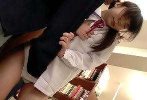 ウブそうな女子校生をチカンする鬼畜男たち、抵抗することもできずに激ピストンファックで犯されてしまう!!
