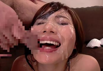 むっちり巨乳美女の顔面がドロドロの精液まみれになる、連続ぶっかけセックス