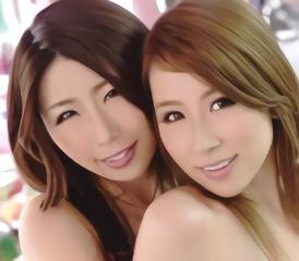 プライベートでも仲が良いというセクシー女優の2人が初めて絡み合う濃密レズセックス!