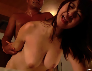 愛する巨乳妻が義父の肉棒で喘ぎ狂う近親相姦寝取られセックス!