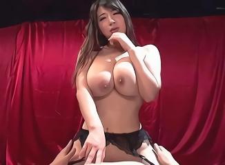 グラマラスエロボディの淫乱痴女が男のカラダをねっちょりと責めまくる濃密セックス!
