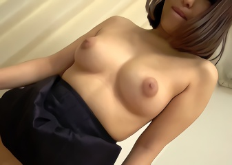 美人な上司と若い男性社員がスケベゲームに挑戦した結果・・・がっつり生中出しセックス!