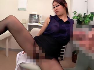 パンスト越しのマンコを男性客に見せつけて誘惑する淫乱OL! 尻肉をビクつかせながら絶頂する中出しセックス!!