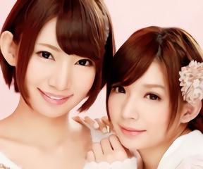 ショートヘアーの激カワ美少女たち2人にご奉仕されながらのハーレム3Pセックス!
