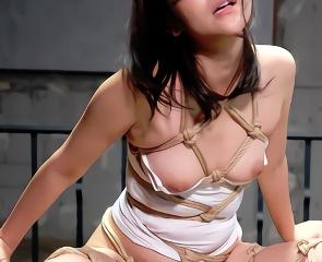 強制的にパイパンにさせられて緊縛調教セックスでハードに犯される美女