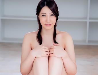 見知らぬ男性のお宅に訪問してパコパコ不貞行為をするEカップ巨乳の美人妻(32)!!