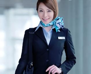 高身長モデル体型の客室乗務員が普段来ている制服姿で中年オヤジと濃密ハメ撮りセックス!!
