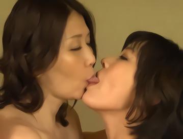 家で話をするだけのはずが・・・ママ同士で欲求不満を解消する濃密レズセックス!!
