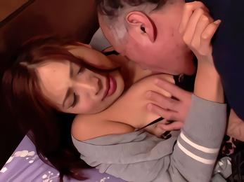 愛する妻が犯されているところを見たいという夫、義父に寝取らせる!