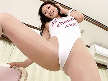 淫乱巨乳美熟女が股間にグイっと食い込むレオタードコスで完全着衣セックス!