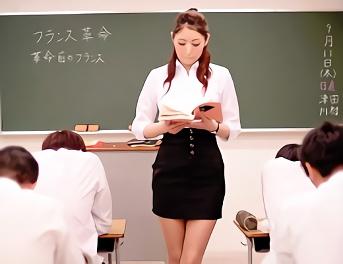 教え子の生徒に脅迫調教されている美人女教師、放課後に体育倉庫でフェラチオご奉仕!