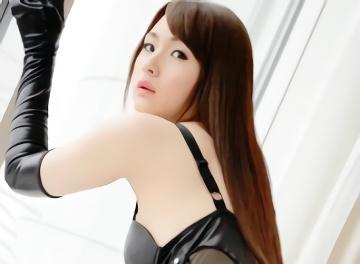 美乳スレンダーの綺麗なお姉さんがエナメル質のスケベな衣装(コスプレ)でパコパコご奉仕セックス!!