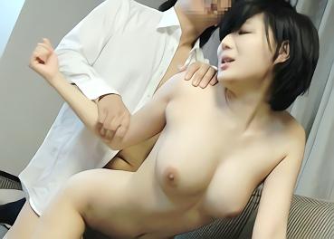 ショートカット巨乳スレンダーのコリアン娘(外国人)を口説く!(ナンパ) ホテルに連れ込んで日本人チンポをぶち込む濃密セックス!