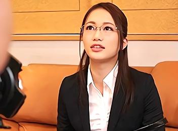 将来は法律関係の職につきたいという激カワ素人女子大生(JD)が軽い気持ちでAV出演! マゾの本性むき出しで感じまくり絶頂するハメ撮りセックス!!