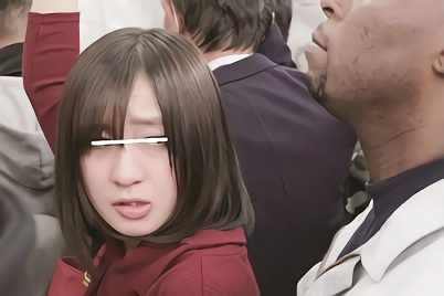 満員電車で日本人の美少女を狙う鬼畜黒人男・・・どこまでもストーキングしてデカチンをねじ込む激ピストン中出しレ○プ!!