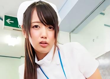 【美咲かんな】激カワ美少女のナースさんが患者の男性をパンチラで誘惑、忍び込んで生ハメ中出しの濃密セックス!!