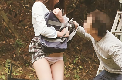 【企画】学校から帰っている最中の美少女JKを狙う鬼畜男、押し倒してパイパンマンコを激ピストンレ○プ!!
