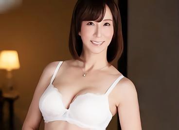 【澤村レイコ】バレたら家庭崩壊必須、スレンダー美熟女のお母さんが息子のチンポを貪る近親相姦中出しセックス!!