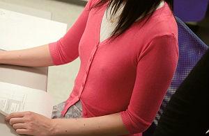 【企画】貧乳でノーブラの激カワ美少女OLの敏感な乳首をセクハラしまくる同僚、バレたら会社を解雇されてしまう状況で激ピストン濃密セックス!