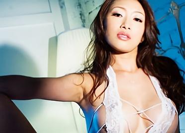【小早川怜子】妖艶なフェロモンを撒き散らす、巨乳美熟女とスイートルームの一室で生挿入のハメ撮りセックス!!