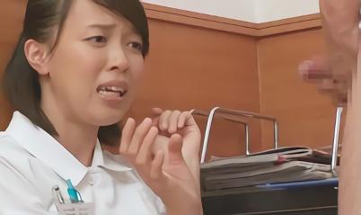 【企画・看護婦】熟女ナースがイケメンのフル勃起チンポを見て欲情、バキュームフェラと手コキで精子を採取する!!
