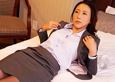【松下紗栄子】超絶カワイイ巨乳女上司を狙う若い部下の男性、出張先のホテルで一晩中何度も種付けする寝取られ(NTR)中出しセックス!!