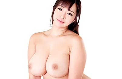 【KAORI・三十路】むっちり豊満巨乳セレブ美熟女(人妻)は裸族!フル勃起した肉棒に跨り腰を振りまくる濃密セックス!!