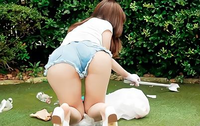 【松雪かなえ】むちむちの巨尻が強調されているショーパンで清掃活動をする美人妻、中年オヤジに無理やり犯される生ハメ中出しセックス!