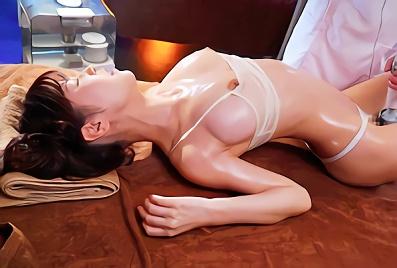 【桜空もも】Gカップ巨乳の超絶カワイイ美少女が猥褻媚薬オイルマッサージで理性崩壊!中年施術師の肉棒で快楽堕ちしてしまう激ピストンセックス!!