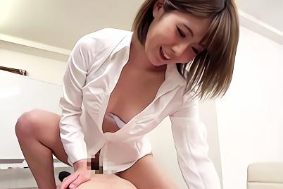 【企画】高飛車の先輩美人OLは欲求不満!部下の男性を会議室に連れ込んで即ハメで腰を振りまくる濃密セックス!!