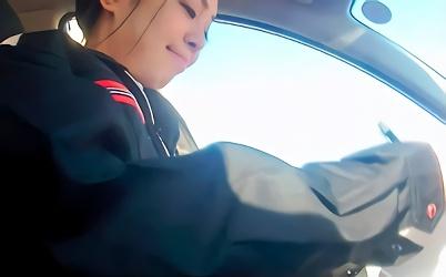 【素人】自動車教習所に勤めている美人教官をナンパ!仕事の休憩中に車内で愛し合う激ピストンハメ撮りセックス!!
