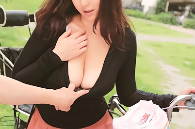 【熟女】団地に住んでいる巨乳人妻をナンパ!うまいことラブホに連れ込み、生チンポを挿入する激ピストン中出しセックス!!