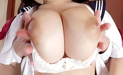 【ぽっちゃり】むっちり豊満巨乳の激カワ美少女JKは無防備おっぱいで男たちを無意識に誘惑、兄と教師に犯される激ピストン3Pセックス!!