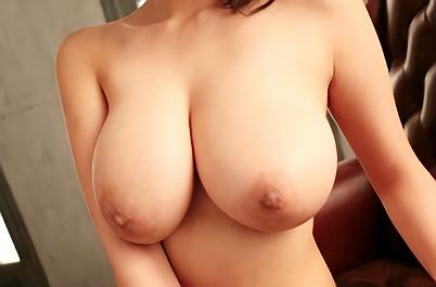 【深田ナナ】Kカップ爆乳パーフェクトエロボディの美少女がフル勃起した肉棒をおっぱいで包み込む極狭パイズリ抜き!