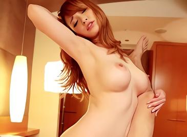 【ティア】金髪ハーフの激カワ巨乳お姉さんが男に跨り腰を振りまくるガチンコ騎乗位の濃密セックス!