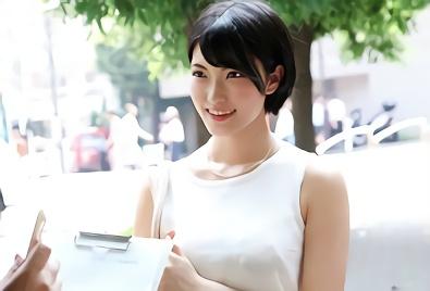 【人妻ナンパ】渋谷南口で見つけた、ショートカット巨乳の激カワ人妻をナンパ!うまいことラブホに連れ込んで生チンポをねじ込む不倫中出しセックス!!