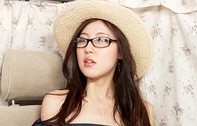 【熟女・ナンパ】メガネをかけている真面目そうな美人妻をナンパ!ラブホに誘導して生チンポをぶち込む激ピストンの不倫中出しセックス!!
