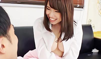 【企画】泊まりに来た従姉妹がノーブラワイシャツおっぱいで誘惑!我慢できなくなり生チンポを挿入する激ピストン近親相姦中出しセックス!!