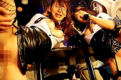 都内某所、ハロウィンイベントのクラブで遊んでいるコスプレ娘を狙う鬼畜男たち・・・無理やり生チンポをぶち込み膣奥に子種汁を流し込む激ピストン中出しレ○プ!!