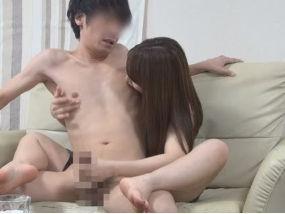 フェロモンMAX美女が全身を絡みつけて乳首責めしすぎて手コキ射精。