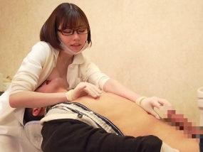 巨乳歯科医の乳首責めサポートで公然オナニー射精ww