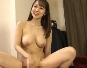 【篠田ゆう】癒し系美白痴女が巨乳振り乱して中出し騎乗位SEX!