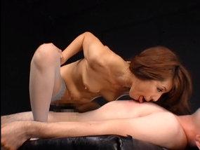 麗しき熟女のねちっこさたっぷりの乳首舐め騎乗位SEX