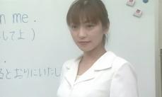 英語の授業をしている望美